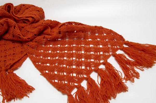 Schal gehäkelt mit festen Maschen und Luftmaschen