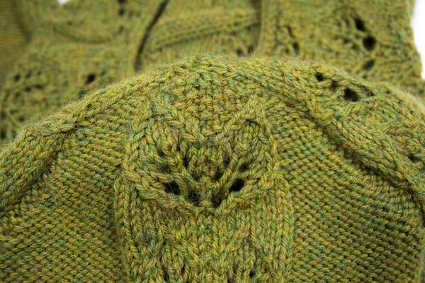 Pullover tailliert mit Blattranken