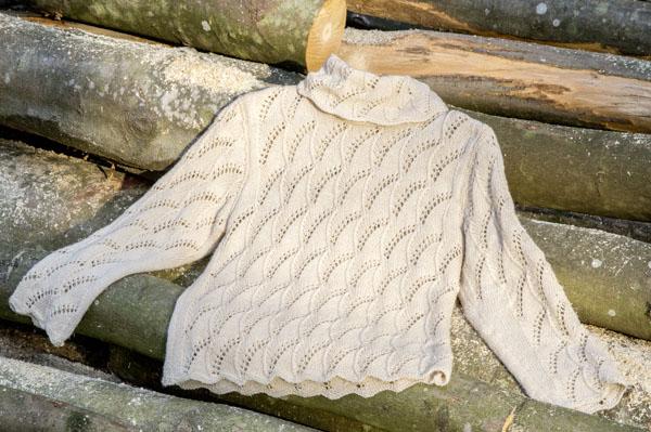 Pullover mit Ajourmuster und weitem Kragen