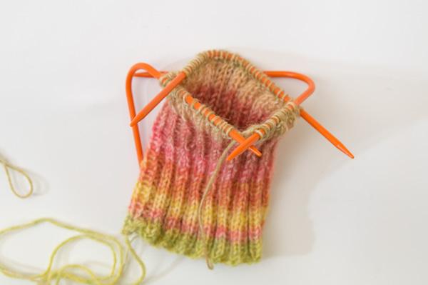 Socken stricken mit dem Neko-Nadelspiel