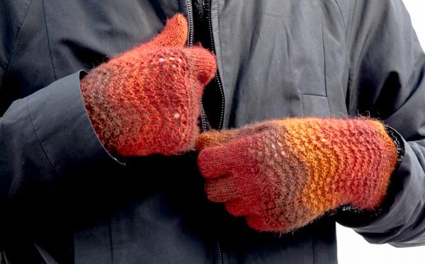 Fingerhandschuhe mit Wellenmuster aus »Jawoll Magic« von Lang Yarns