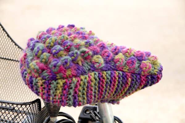 Fahrradsattelbezug gestrickt im Noppenmuster aus DROPS Eskimo