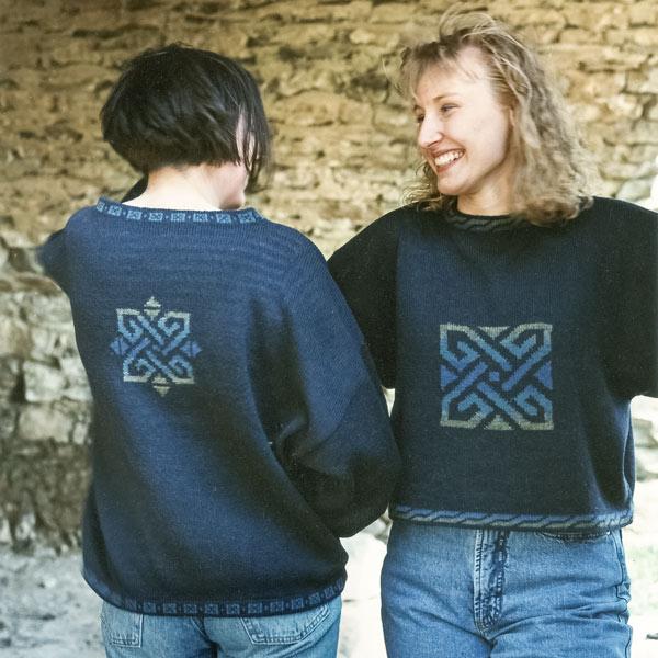 2 Pullover mit Einzelmotiv auf der Vorder- oder Rückseite in Variationen
