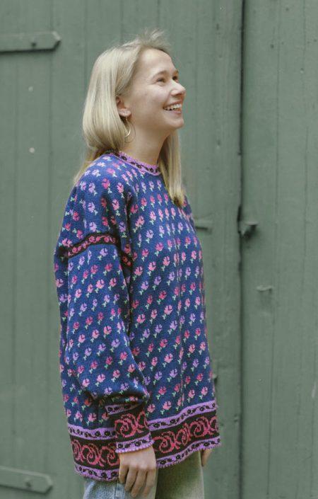 Pullover mit kleinen Röschen