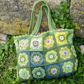 Tasche, gehäkelt aus Granny-Squares